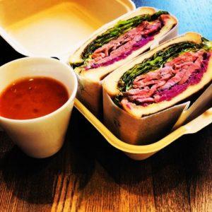 ローストビーフサンドウィッチとスープ 1,900円